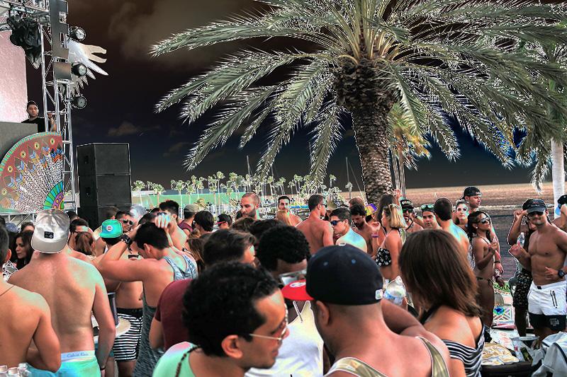 E Entertainment  Television Pool Party - EF 2014 ARUBA
