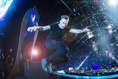 Via: Facebook @djnickyromero