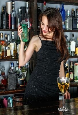 https://pixabay.com/es/chica-joven-mujer-belleza-modelo-1064665/